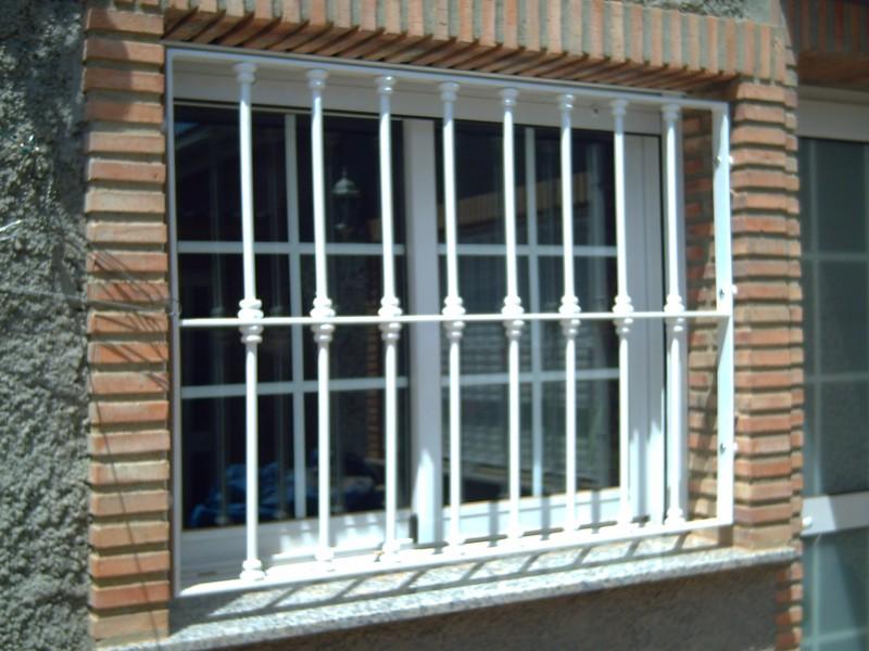 modelo redondo sencillo con macollas rejas para puertas de madera